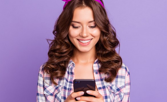 еMAG подарява смартфон iPhone SE и 50 ваучера за пазаруване